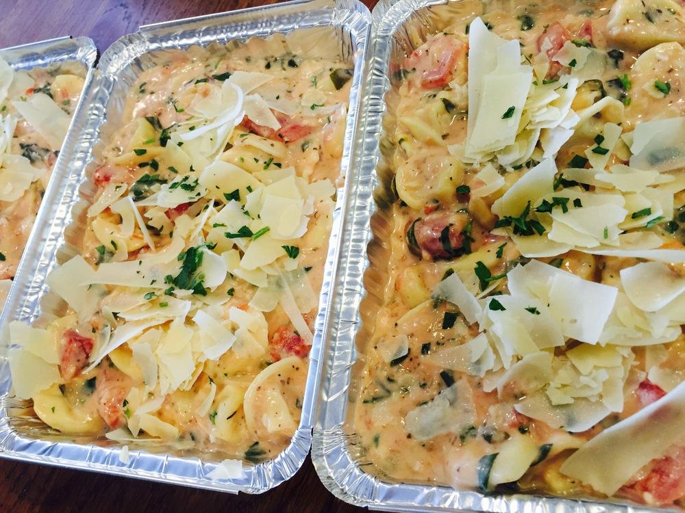creamy spinach & tomato cheese tortellini