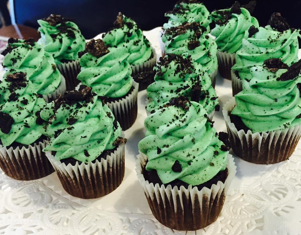 mint oreo chocolate cupcakes