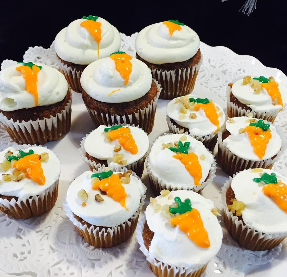 classic & mini carrot cupcakes