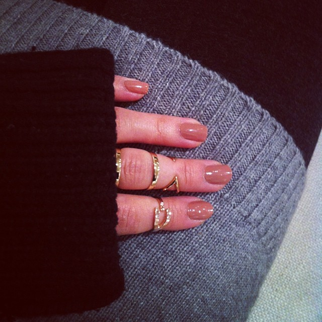 Cozy with Campbell #rings #jewelry #winter #sweater #gold #rosegold #knucklering #knucklefloater #diamonds #campbell @michellecampbell