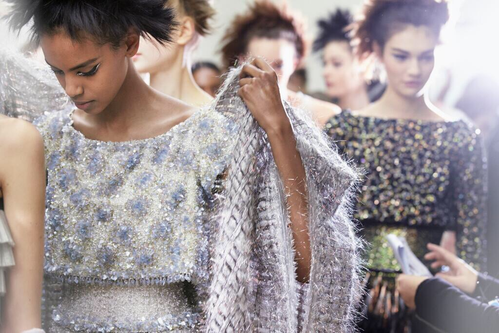 alyucma :      @CHANEL: Backstage at the Grand Palais for the Spring-Summer 2014 #CHANEL #HauteCouture show. More on  http://t.co/a5kOLdZ1LJ   http://t.co/AlZMlSlgpb       chanel sparkle