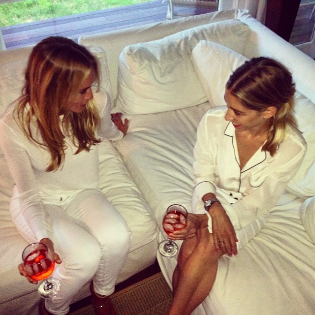 On Saturdays we wear white. #bookclub #aperol #turndownforwhat @jennybahn @jbauk  (at East Hampton Beach)