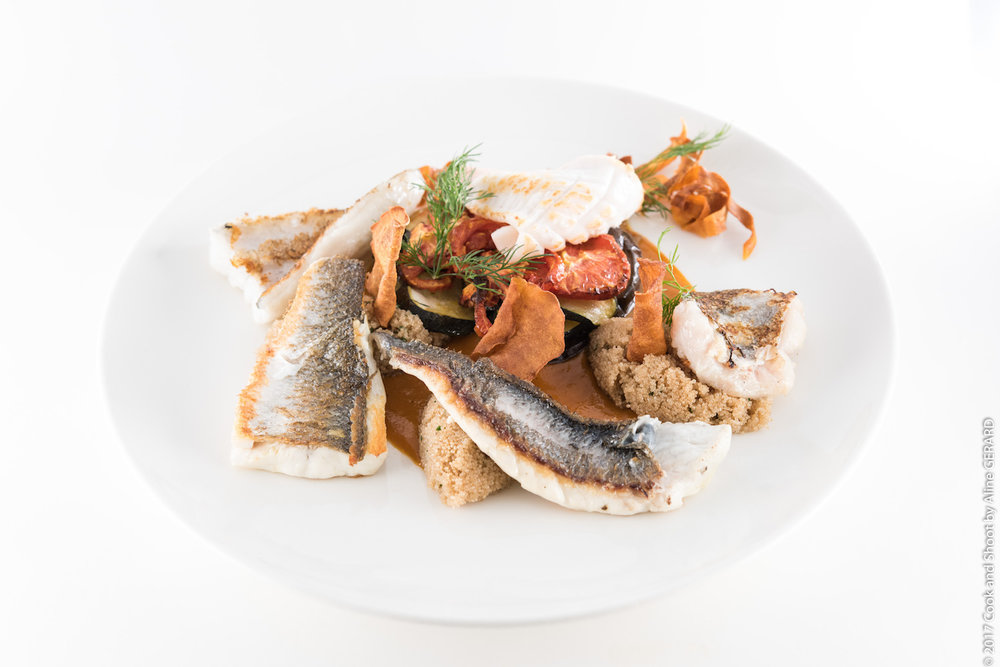 La Plancha de filets de poissons et calamars frais tian de légumes du soleil, grains d'amarante, coulis de poivrons