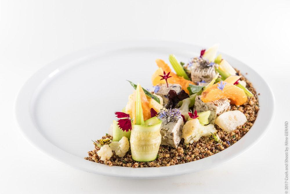 La salade fraicheur aux deux Quinoas tofu aux herbes, fibres et fruits