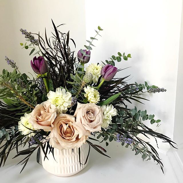 strange coincidence to have two sympathy arrangements for ladies who love purple in one day! these quicksand roses are 👌🏻. going to have to use them more often!