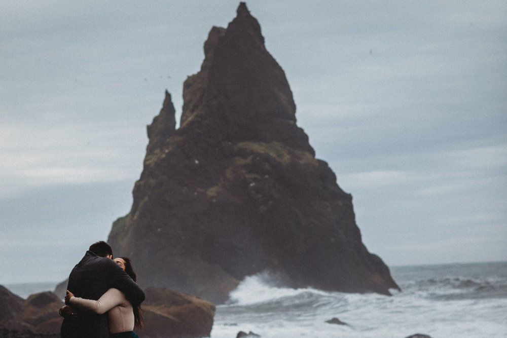 BLACK SAND BEACH ICELAND ENGAGEMENT PICTURES | ICELAND WEDDING PHOTOGRAPHER