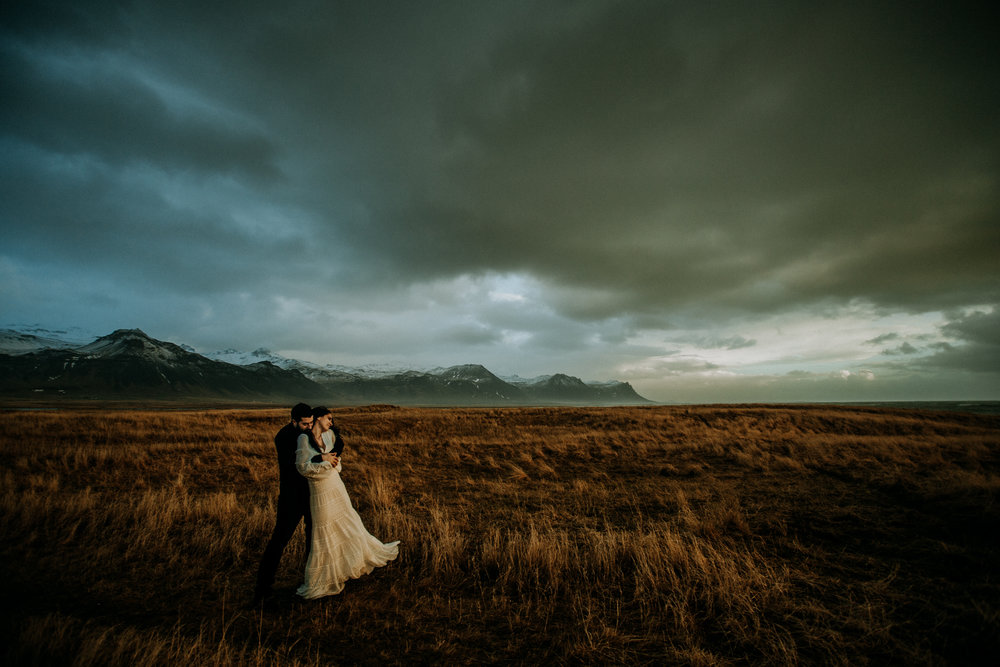iceland wedding pictures with mountains