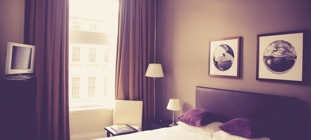 hotel-room-2619509_1920.jpg2.jpg