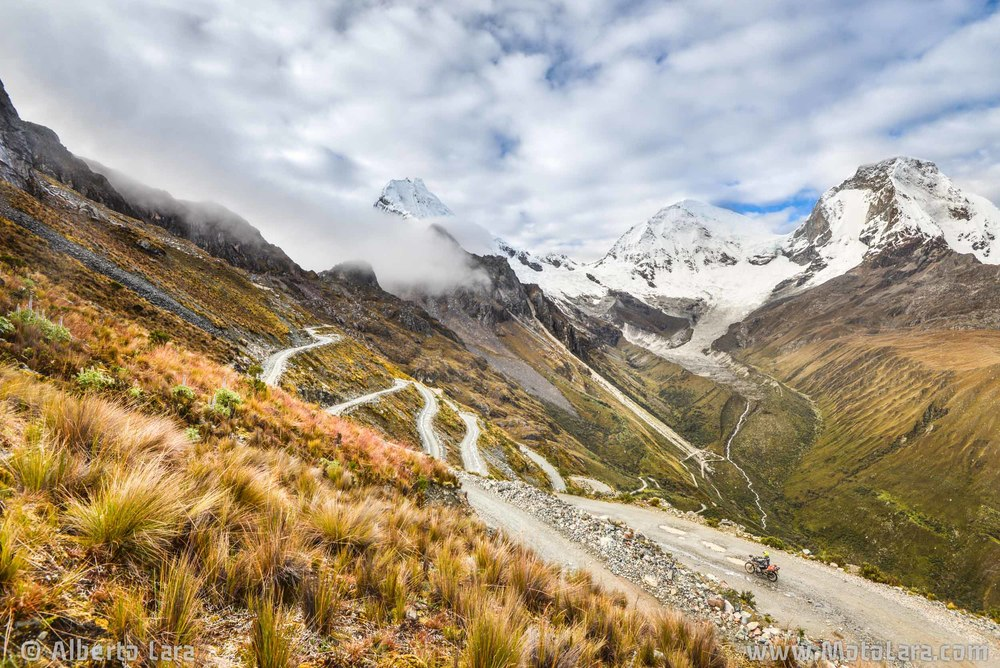 Road down from Paso Portachuelo, Cordillera Blanca.jpg