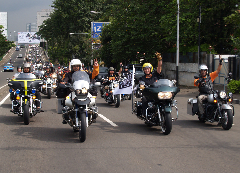 RideFor Peace - 001_Bon Voyages_Indonesian_23042006.jpg