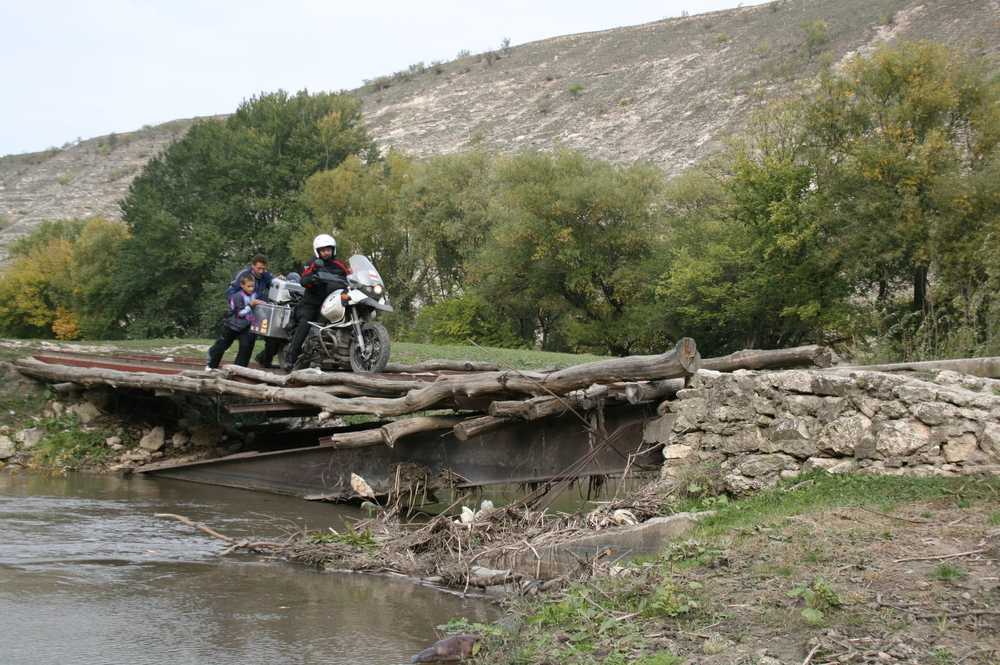 RideFor Peace - 045 Moldova-Bridge Crossing.JPG