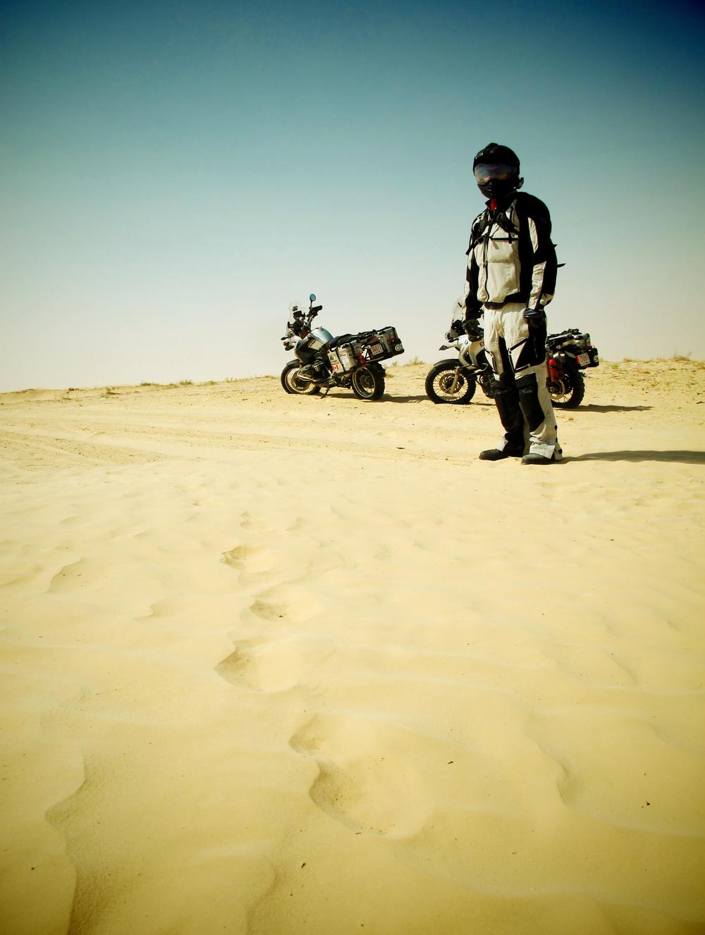 Issa Breibish - douz desert - bikes1.jpg