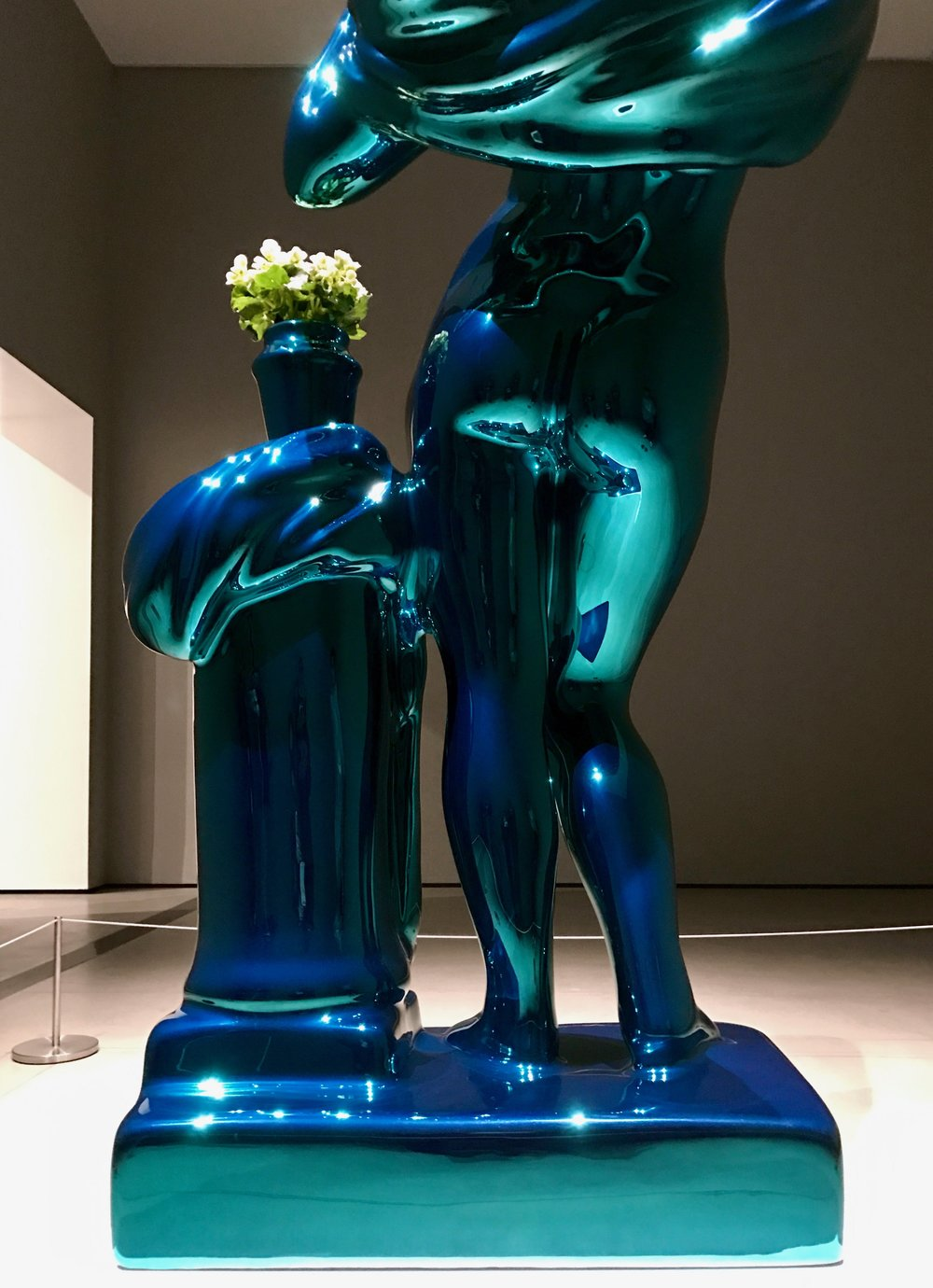 Metallic Venus  by Jeff Koons  (cropped)