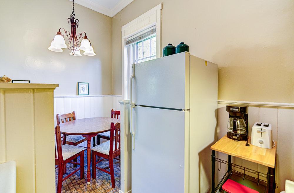 Apt 10 Kitchen 4.jpg