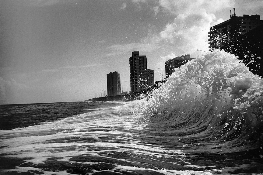 marco_guerra_cuba_bergdorf_waves_on_the_malecon_16.jpg