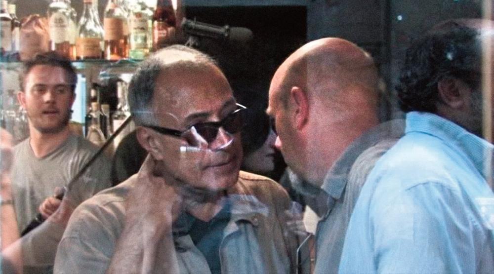 """Abbas Kiarostami e Luca Bigazzi sul set di """"Copia conforme"""".Sulla destra Angelo Barbagallo esce dall'inquadratura"""