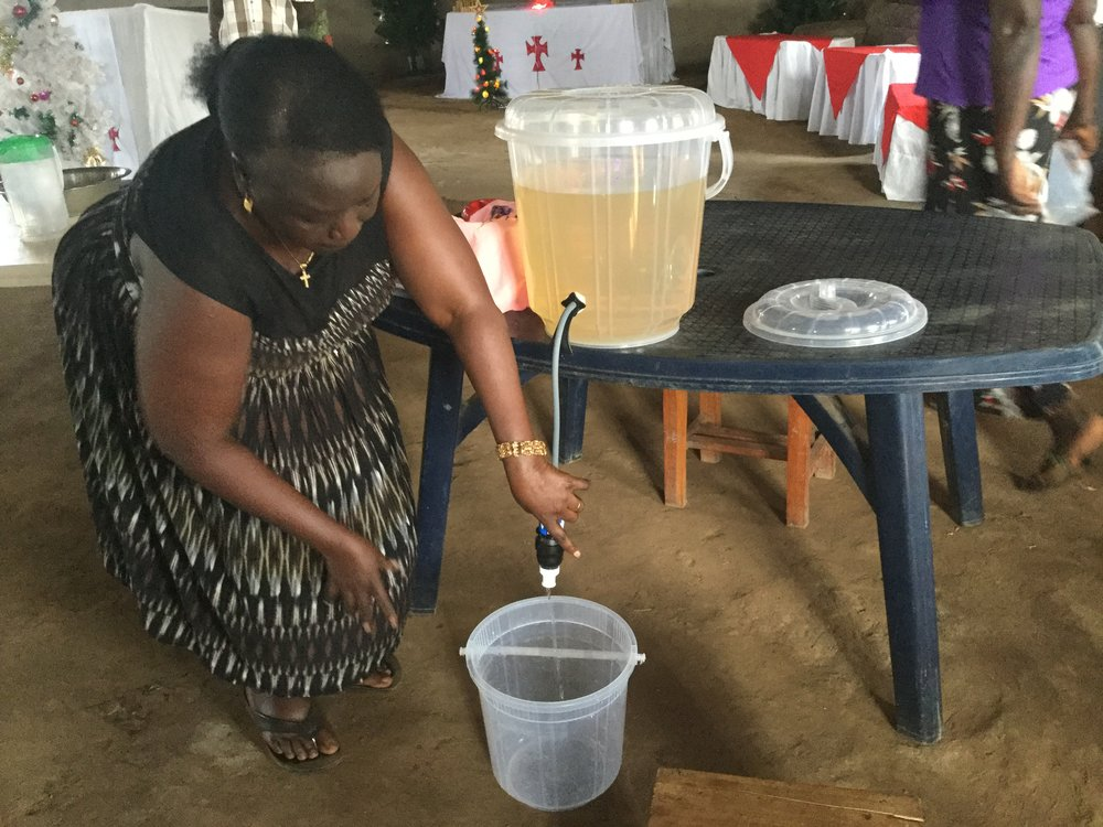 This powerful filter cleans 500 liters of water in a day and it never breaks down!