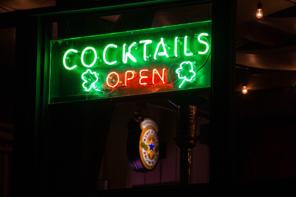 cocktail-neon.jpg