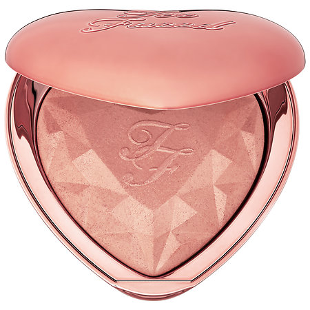 Rose gold is so trendy and this rose gold highlighter is the stuff dreams are made of!