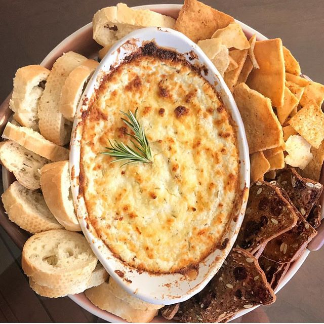 My baked goat cheese dip is the most popular recipe on #xondso! And it brings me so much joy to think of people digging into this goat cheese goodness. If you're heading to thanksgiving dinner tonight or tomorrow and you need an easy and delicious appetizer to bring... this is it! 🤤🤤🤤