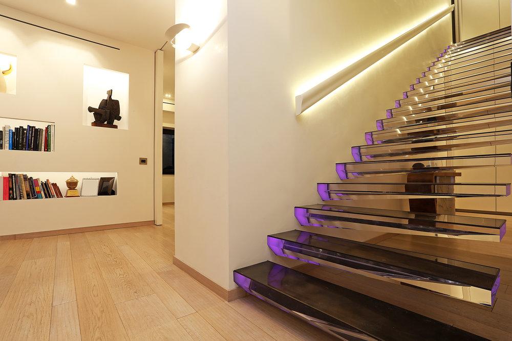 Siller Treppen | Farbenspiel Mit Surrealer Wirkung