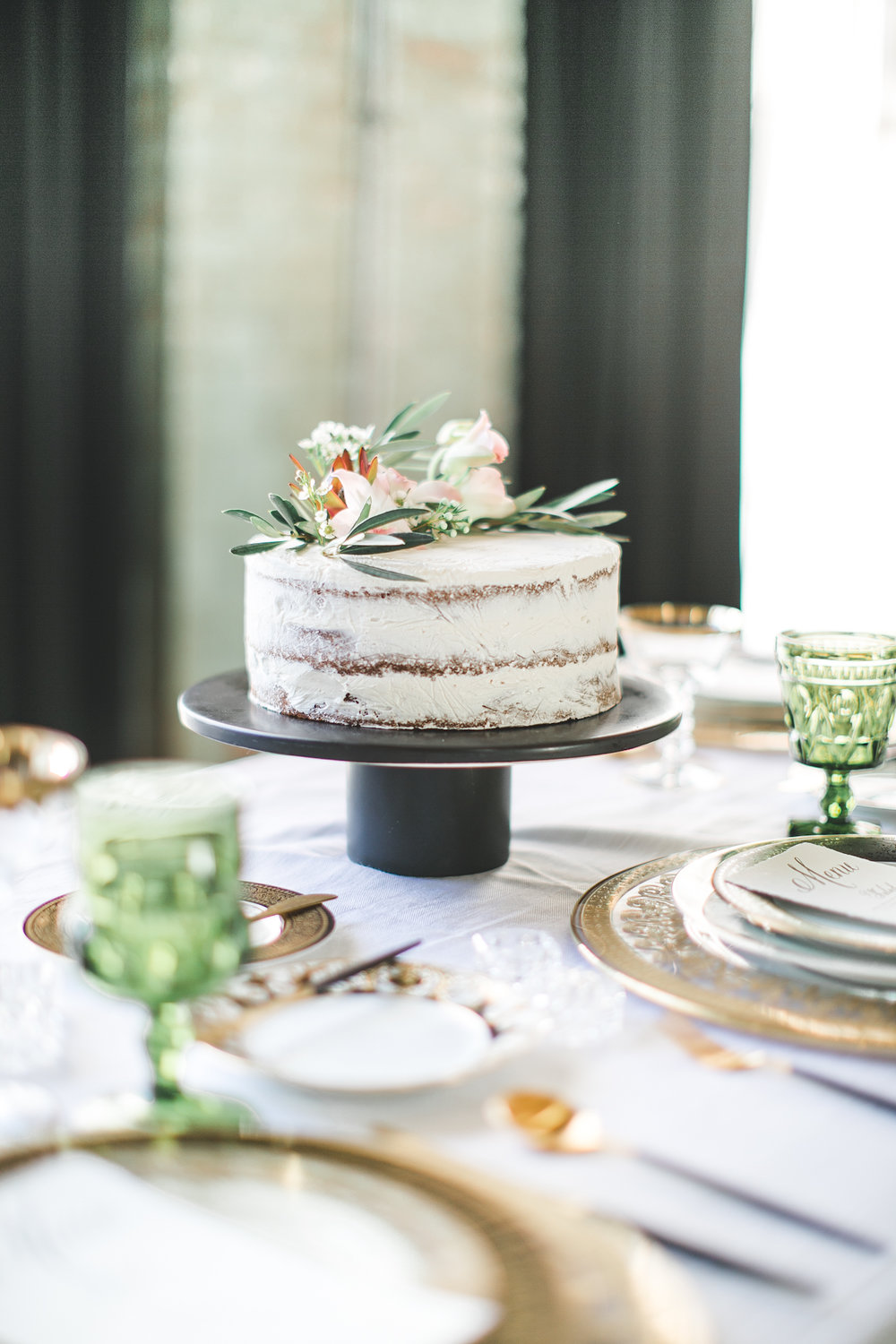 Not only did Kate put together the entire styled wedding photoshoot...but she baked a  friggin'  cake too.  Kind of annoying how talented that girl is.  But I  really   dig  it.