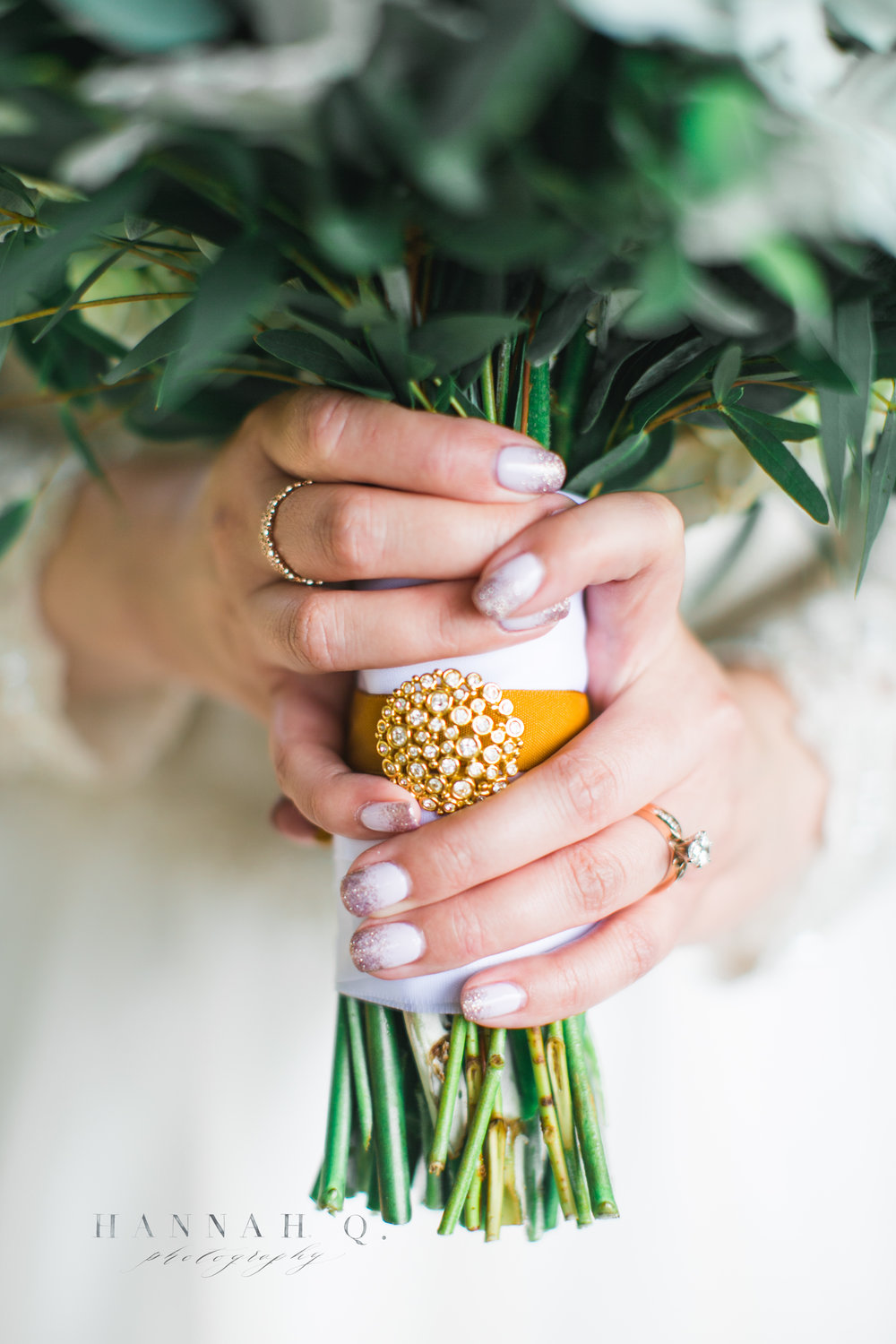 This thoughtful bride also tied her grandmother's earring to her bouquet.