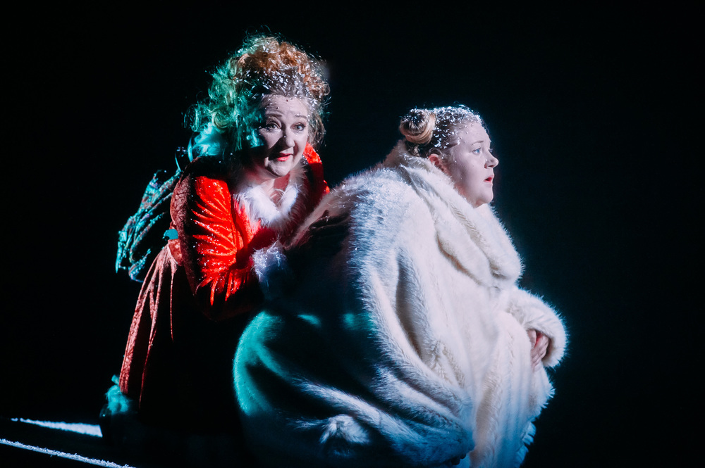 (L-R) Kathryn Howden (Jackie) & Caroline Deyga (Bear) Image by Mihaela Bodlovic_10.jpg