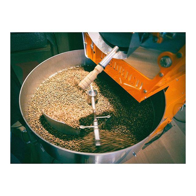 #monday roast . . . .  #coffeetime #roasting #coffee#tanzania  #nordicaproach#diedrichroasters #diedrichir12#coffeeroasters#thirdwavecoffee#instacoffee#coffeebean#coffeelove#coffeeculture#coffeelover#coffeegram#coffeeshots#manualbrewonly#coffeepictures#kaffe#fujifilm #fujilove#fujifilm_xseries #fujixpro2