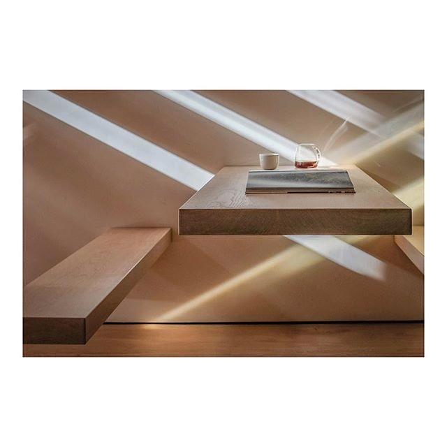 Coffeetime, @kokkostavanger . . . . . . . .  #coffeeroasters#cofferoastery#coffeeshop#oak#cantilevered#staircase#wood#woodwork#craftmanship#light#shadow#handrail#stairporn#interior#interiorlovers#interiordesign#scandinavianinteriordesign#interiorinspiriation#coffeeshop#bookshop#gestaltenbooks#architecturepics #architecturephotography#fujifilm #fujifilm_xseries #fujixpro2#archdaily#architecturelovers#architecture#kokkoarkitektur
