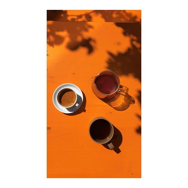 Today we are serving a delicious bright and juicy coffee from Kenya on the espresso and handbrew. We also have a limited amount of bags of this coffee in the shelves.  Open to 18.00😎 . . . .  #coffeetime #roasting #coffee#kenya  #nordicaproach#diedrichroasters #diedrichir12#coffeeroasters#thirdwavecoffee#instacoffee#coffeebean#coffeelove#coffeeculture#coffeelover#coffeegram#coffeeshots#manualbrewonly#coffeepictures#kaffe#fujifilm #fujilove#fujifilm_xseries #fujixpro2