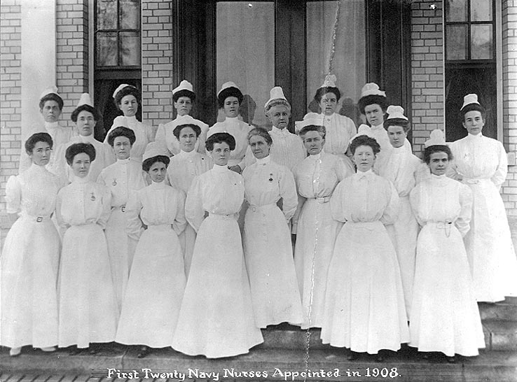 shirtwaist first US navy nurses 1908.jpg