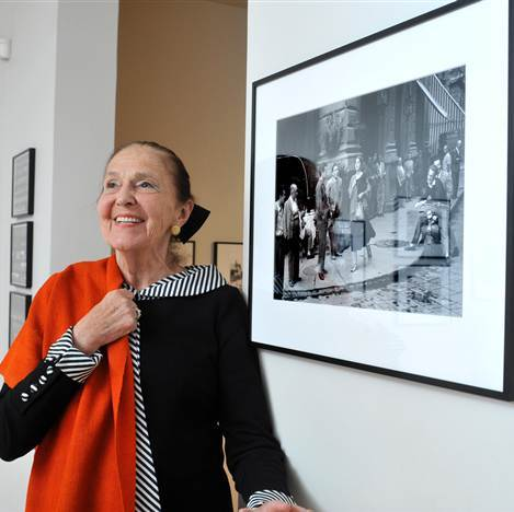 american girl in italy at age 83 posing with photo and same orange shawl.jpg
