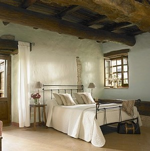 bedroom italian farmhouse again (2).jpg