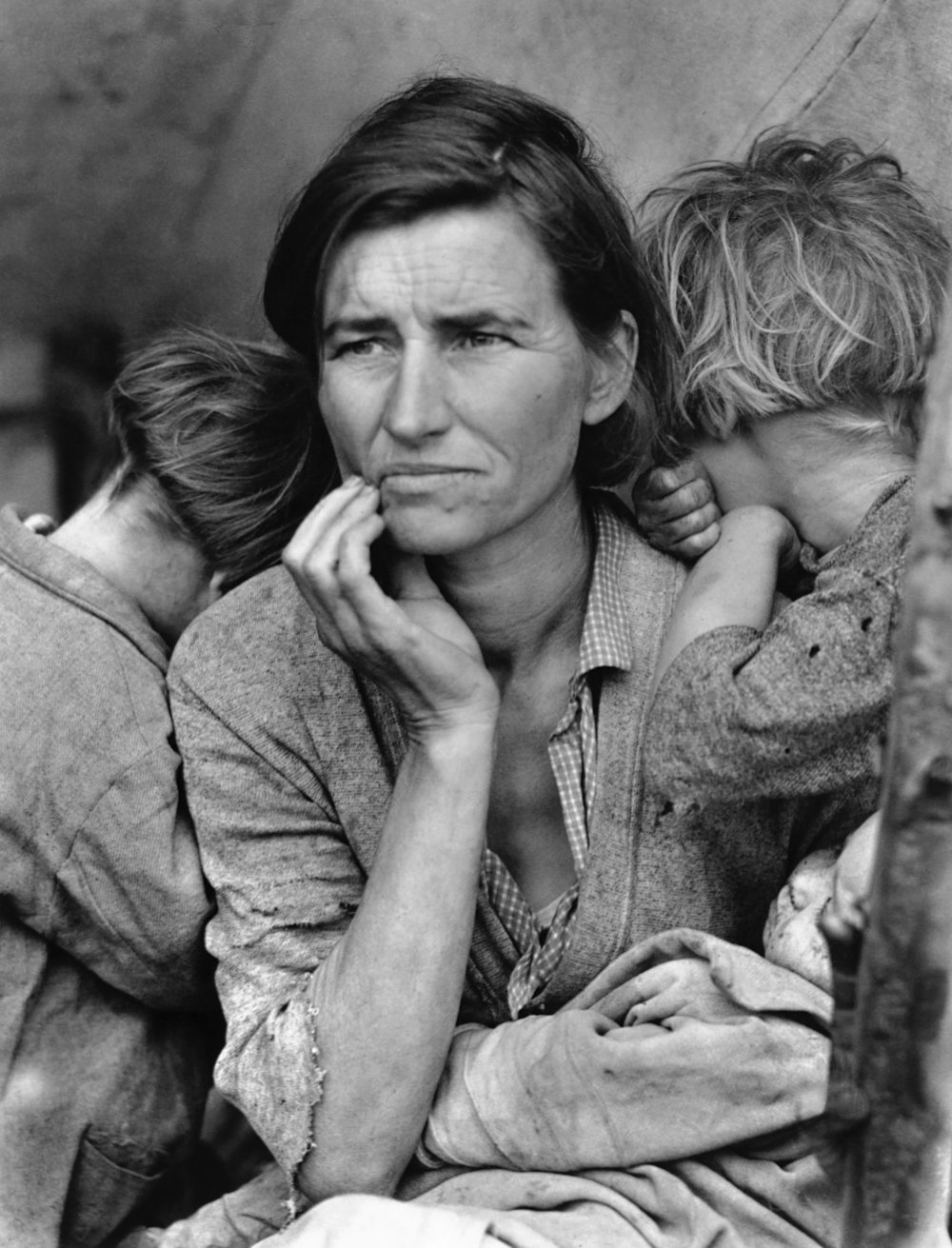 Migrant Mother 1936 Dorothea Lange   Florence Owens Thompson, 32, a poverty-stricken migrant mother with three young children, gazes off into the distance. This photograph, commissioned by the FSA, came to symbolize the Great Depression for many Americans.