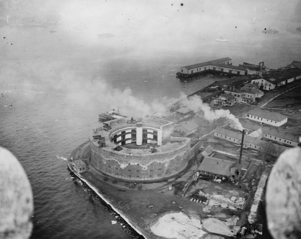 Castle_Williams_from_the_air,_Governor's_Island,_1912.jpg