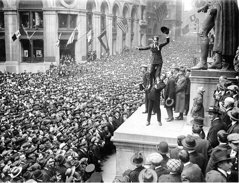 Fairbanks_and_Chaplin,_Wall_Street_Rally,_New_York_Times,_1918.jpg