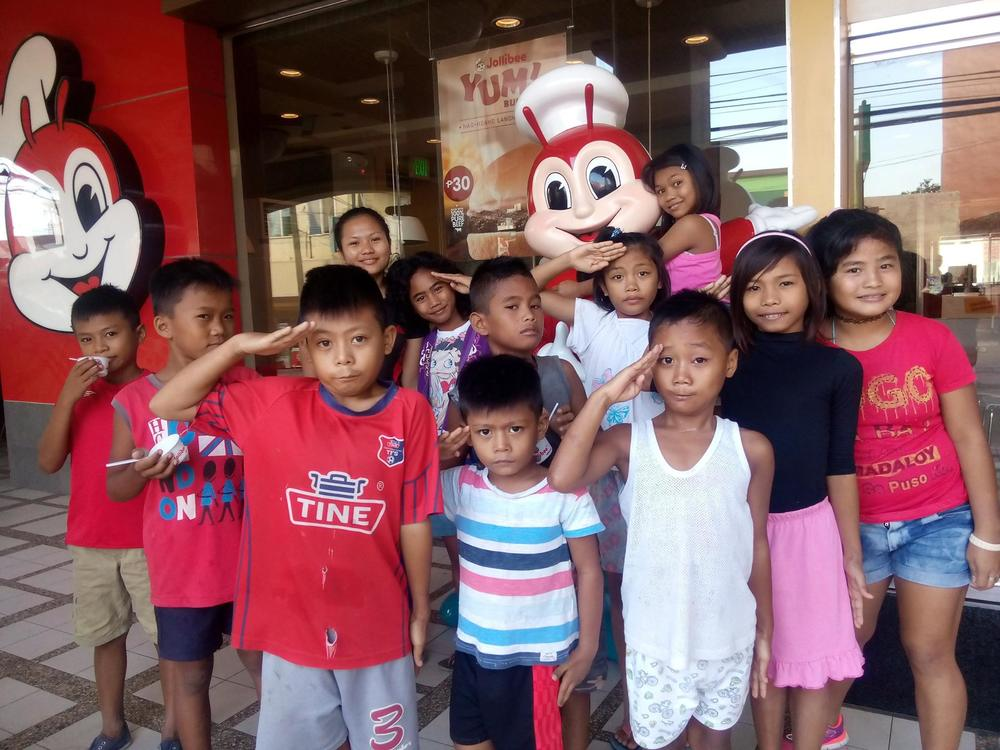 Bogo kids at Jollibee May 2016 .jpg