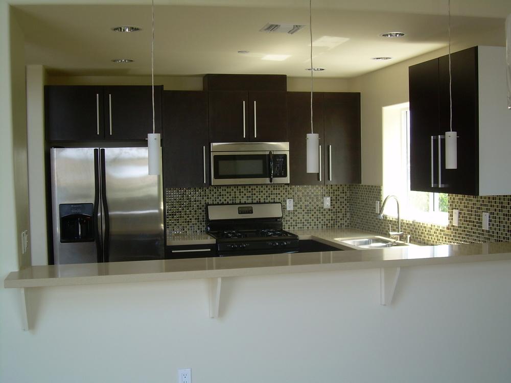 304 Kitchen 001.jpg