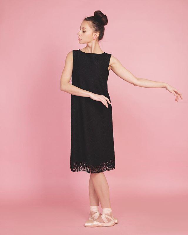 Платье с кружевом🌙🙏🏻 #ninashterenberg  Ждём всех на sale -40%  С 13:00 до 20:00 ☀️