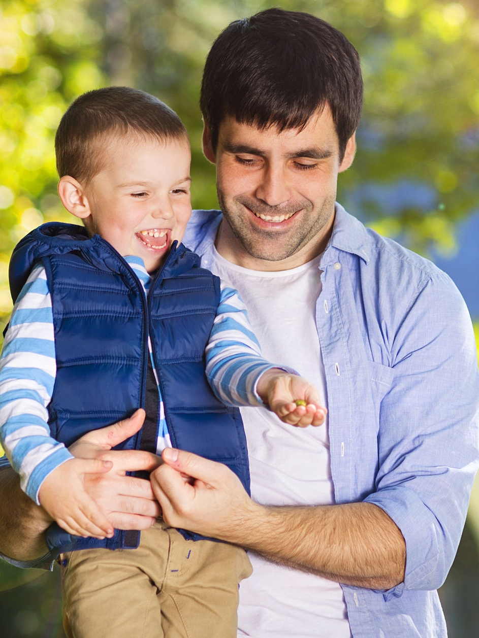 33045540-Father-and-son-spending-time-together-in-sunny-nature-Stock-Photo.jpg