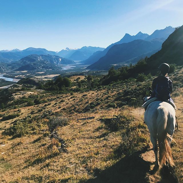 Thank you for bringing sunshine and horses 🐎 @becschmi @mel_schit #cerrocastillo #aysen #patagonia #siiiiisters