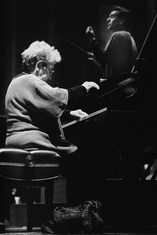 Alicia de Larrocha & Max Bragado-Darman, 1995