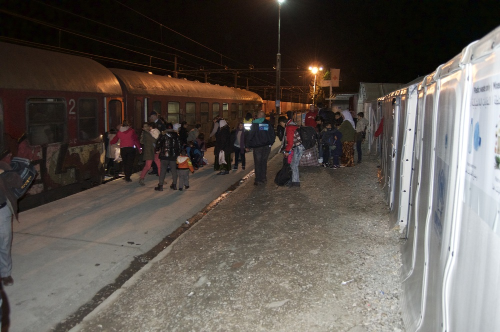 A train with 400 refugees arriving.