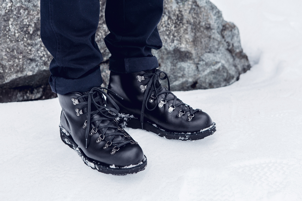 Danner_wings+horns_Snow_1.jpg