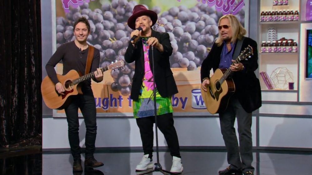 New Celebrity Apprentice performance w/ Boy George & Vince Neil