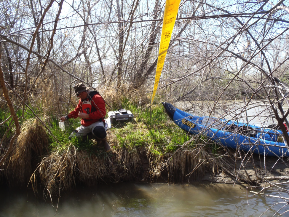 Aaron Kimple (MSI) samples on the Lower Animas River near Aztec, NM.