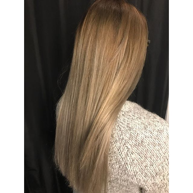 Color by @arielpetersonhair !! She will be adding Monday 2-8 to her schedule at the beginning of the new year! Call to book an appointment! #arielpetersonhair
