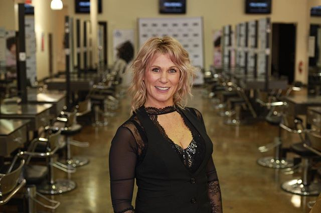 Looking for a new stylist ? Owner of the studio @rachellemking would love to have you in her chair #hairstyles #hair #haircolor #haircut #hairdressermagic #hairtransformation #hairdresser #hairdressermagic #ohiostylist #ohiogirl #lifestyle #lifeofastylist #clevelandohio #clevelandhairstylist