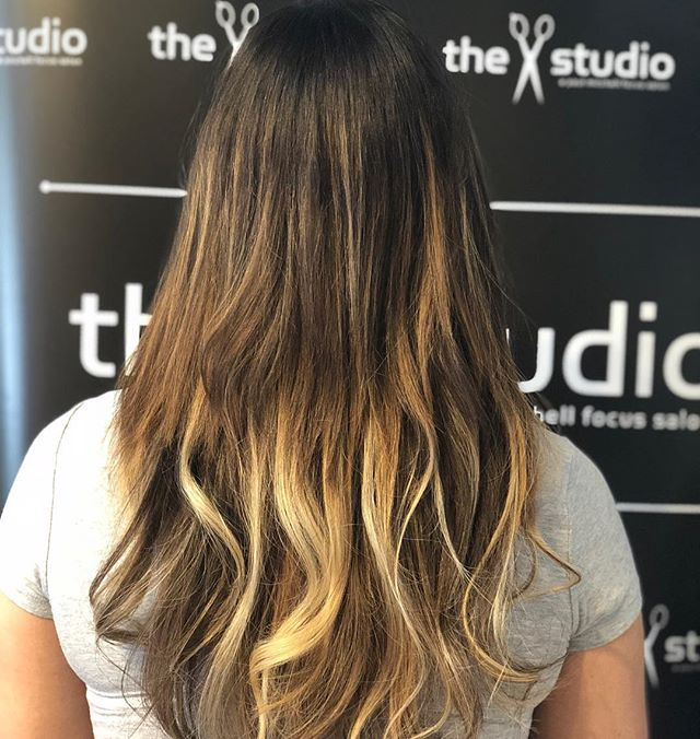 """@platinumseamless #extensions 20"""" #ombrehair want to learn more about us come and see us in #chicago #americabeautyshow #education #hair"""
